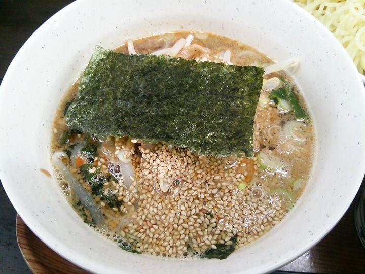 まるしんのごまつけ麺のつけ汁のアップ