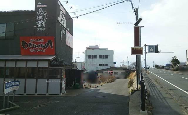 OGIKAWA山木戸店と、その向こうの立体交差