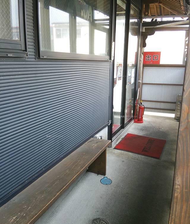 OGIKAWA山木戸店の入り口通路の様子