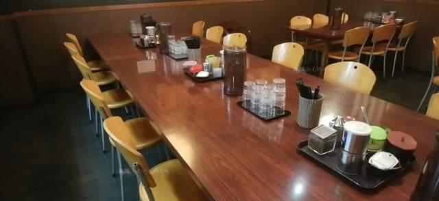 きんしゃい亭県庁前店のお一人様用の大テーブル