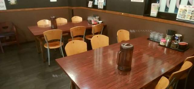 きんしゃい亭県庁前店のテーブル席その1