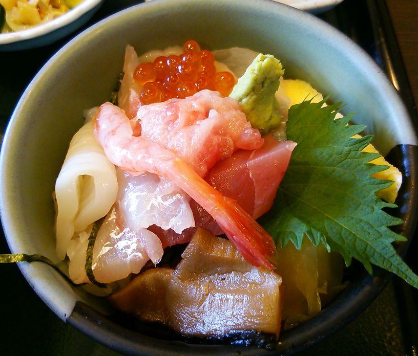 魚菜家の二種小丼セットの海鮮丼