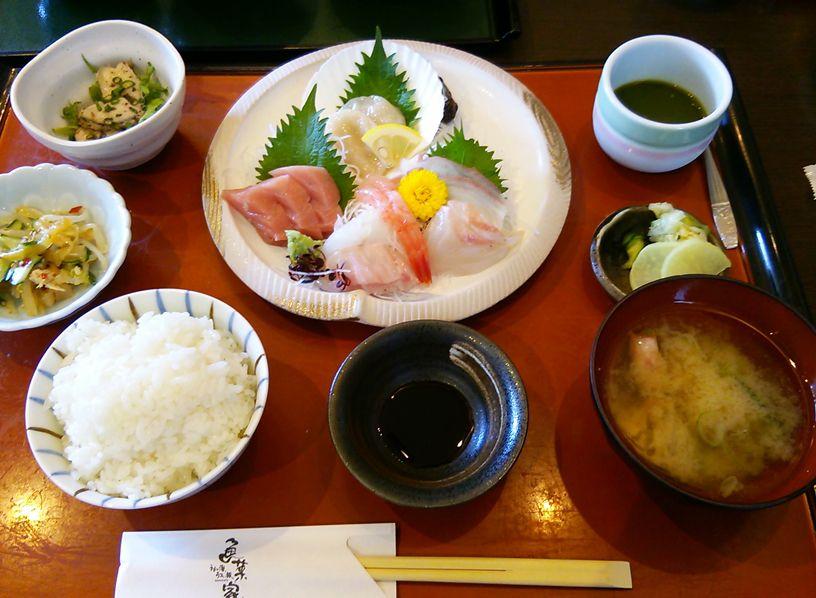 魚菜家のランチの刺身定食