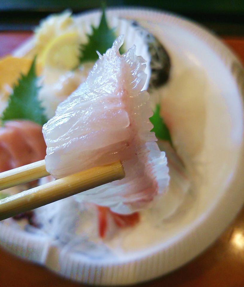 魚菜家のランチの刺身定食のエンガワ