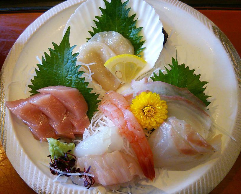 魚菜家のランチの刺身定食の刺身のアップ