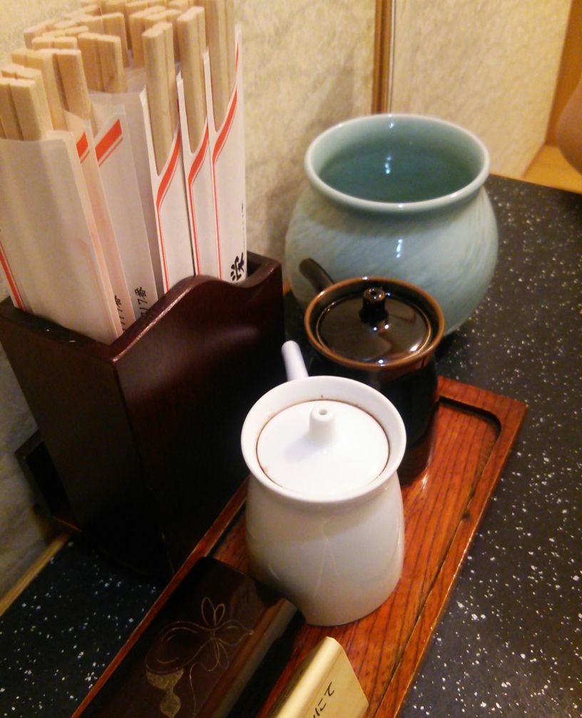 鳥栄のお箸と調味料