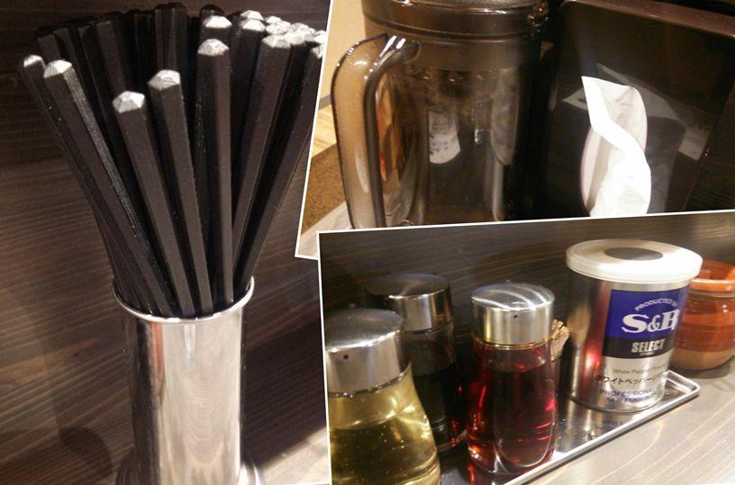 八起のお水、ディッシュ、調味料、箸のコラージュ