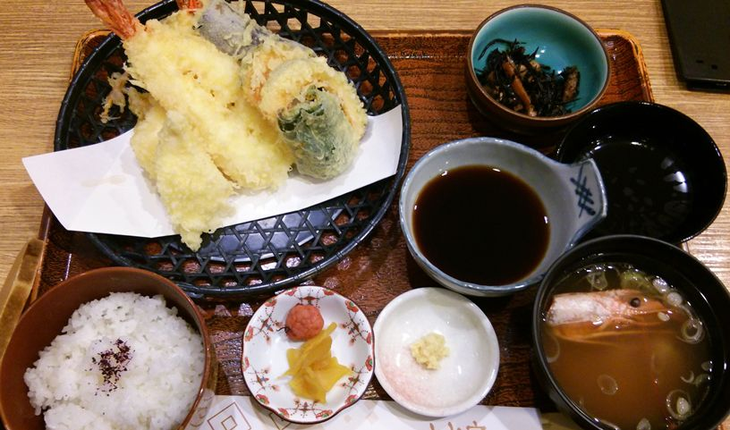 とみ家のジャンボえび天ぷら定食