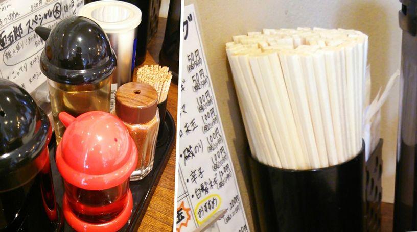 麺五郎(竹尾店)の調味料とお箸