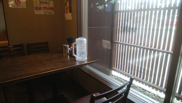 吉風(新大前店)の窓際のテーブル
