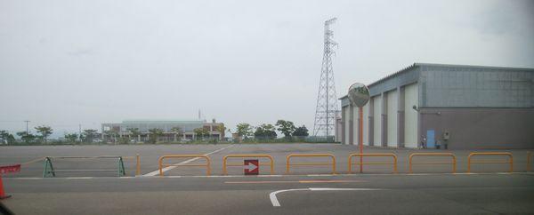 新田清掃センターの破砕場を出た後の、右折の標識
