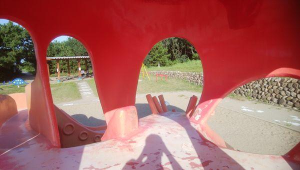関分記念公園のタコの内側