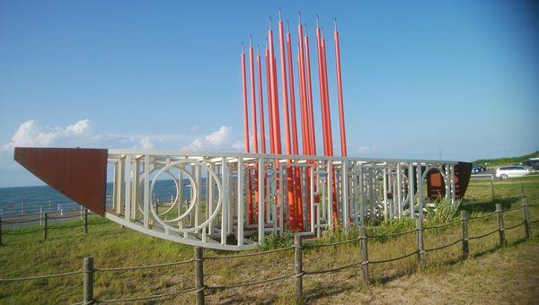 関分記念公園の船のような形のオブジェ