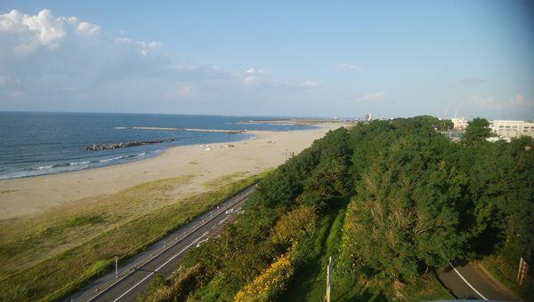 日和山展望台から東方面と海を臨む