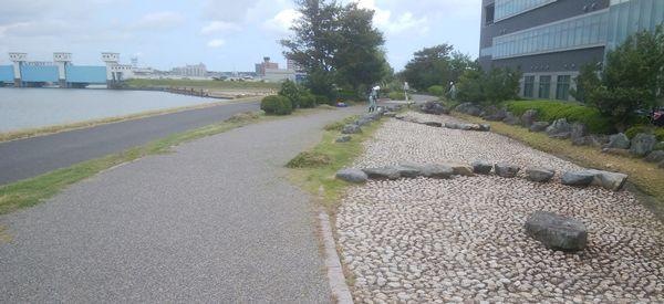 美咲町の遊歩道の道