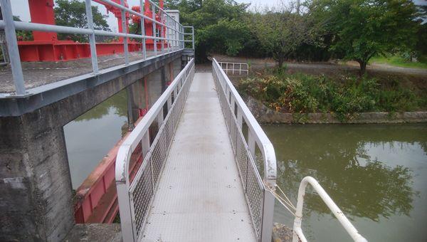 中洲から対岸へ向かう橋のすぐ手前