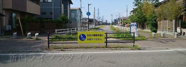 五鐵のそばの遊歩道。昔はちんちん電車の線路があった。