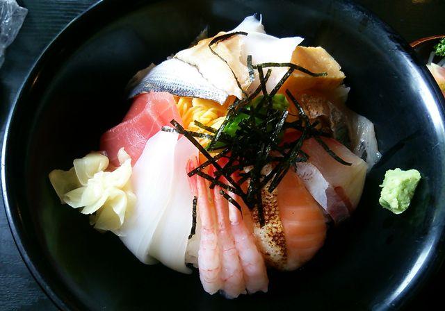 ほうせい丸の海鮮丼のアップ