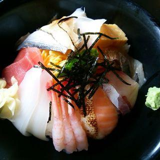 ほうせい丸の海鮮丼