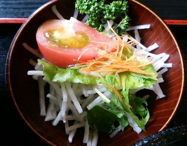 ほうせい丸の海鮮丼セットのサラダ