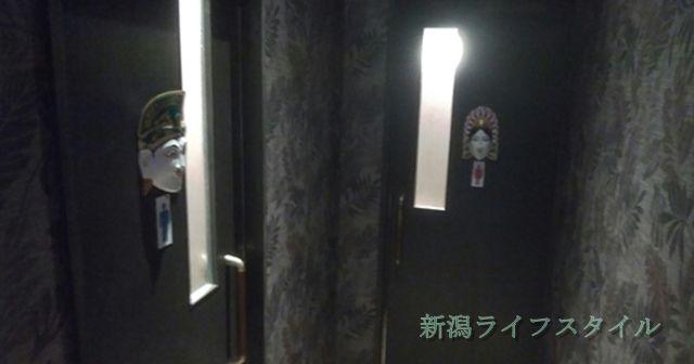 ベビーフェイスプラネッツ新潟女池インター店のトイレの入り口