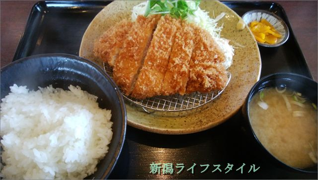 吉田屋のロース豚カツ定食