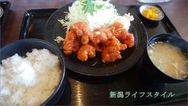 吉田屋の鶏唐揚げのチリソース定食