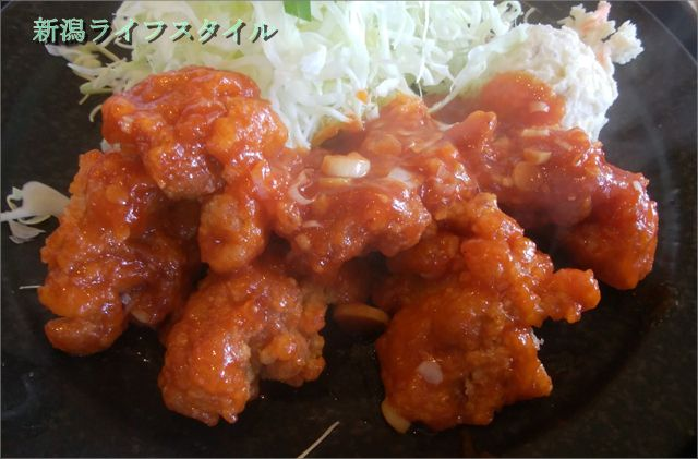 吉田屋の鶏唐揚げのチリソースのアップ