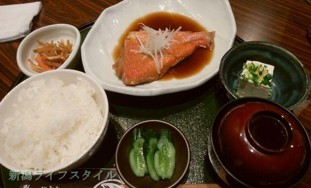鮭山マス男商店の金目鯛の煮つけ定食