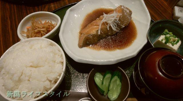 鮭山マス男商店の鱈の煮つけ定食
