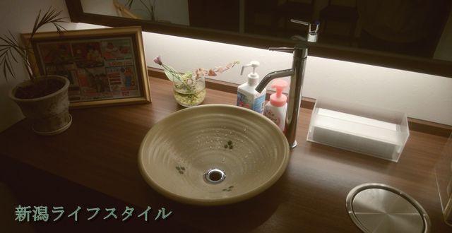 鮭山マス男商店のトイレの外にある洗面台
