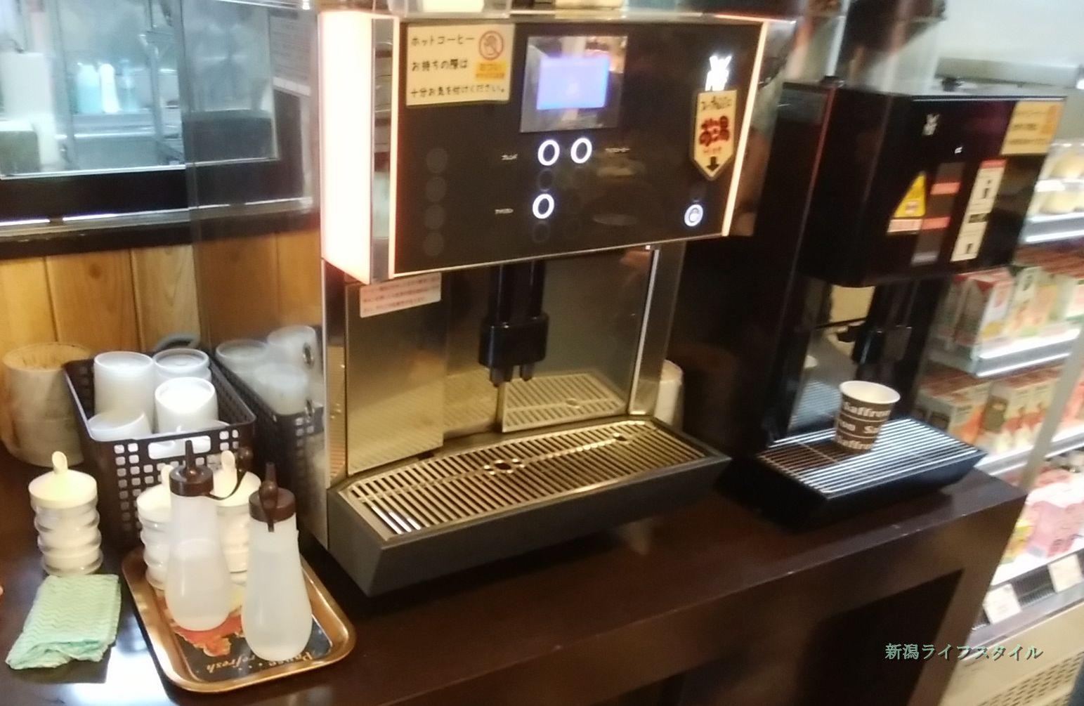 サフラン女池店のコーヒーマシン。