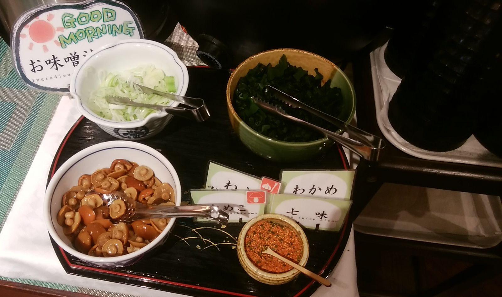 じゅらくステイ新潟の味噌汁の具材のアップ