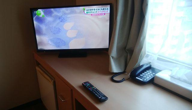 じゅらくステイ新潟の机とテレビ