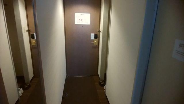 じゅらくステイ新潟のお部屋のドア付近