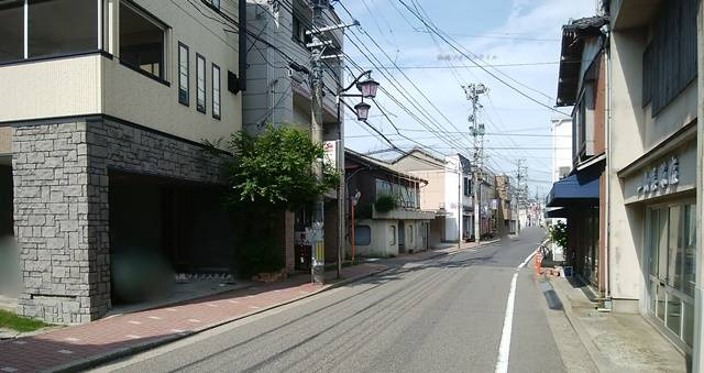 たい焼き本舗前から新潟大学病院方向を望む