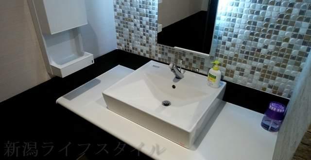 ツルハドラッグ新潟巻店のトイレの手洗い場