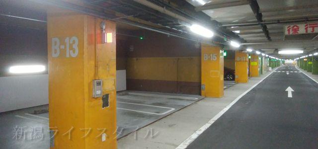 西堀地下駐車場の中の様子