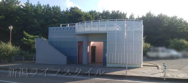 関屋浜近くの公衆トイレ
