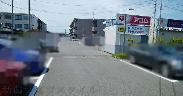 燕三条中華SOBA鬼にぼの共同駐車場の中央付近の様子