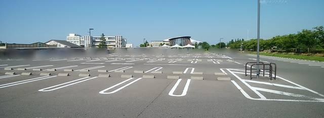 いくとぴあ食花の第1駐車場。新潟テルサ方向から、食育・花育センター方向を望む