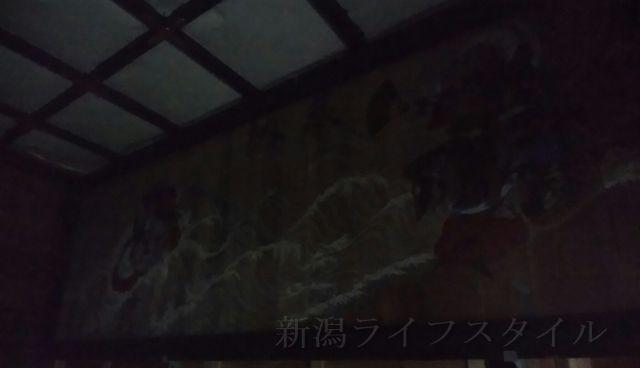 羽黒神社の社殿内の右壁の絵画