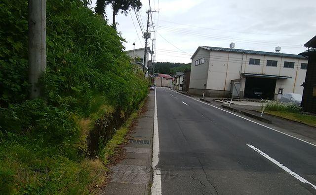 羽黒神社を下山して道路に出た