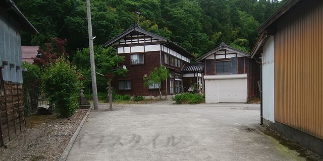 羽黒神社の敷地の入り口に戻ってきた