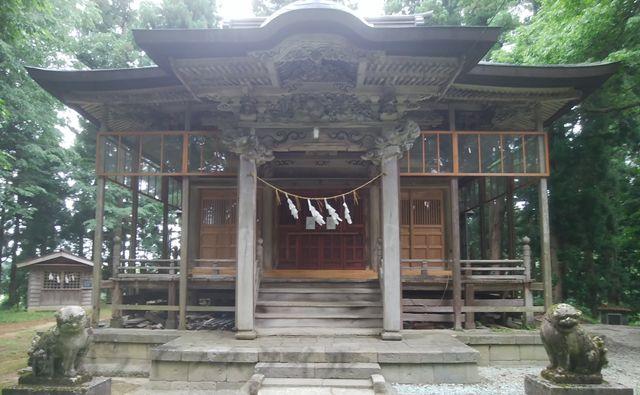 羽黒神社の社殿正面外観をアップで撮影