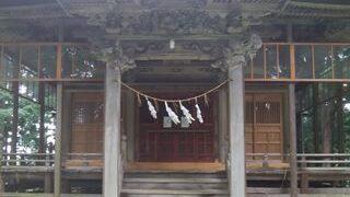 羽黒神社の社殿正面アップ