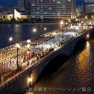 新潟祭りの万代民謡流しの遠景