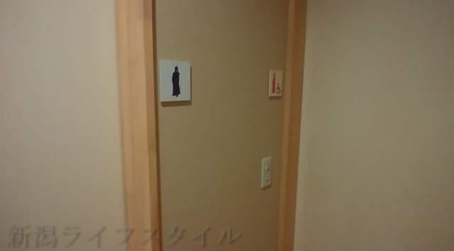 東華楼のトイレの入り口。男女別々