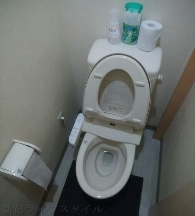 東華楼の男子トイレ