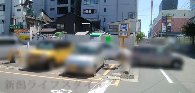 アルモ万代第1駐車場の道路側からの見た目